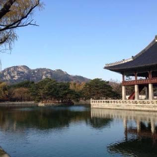 Gyeongbokgung Palace 경복궁 pavilion on a lake in Seoul.